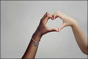 Pandora Introduces New Charm for Change in Support of Unicef