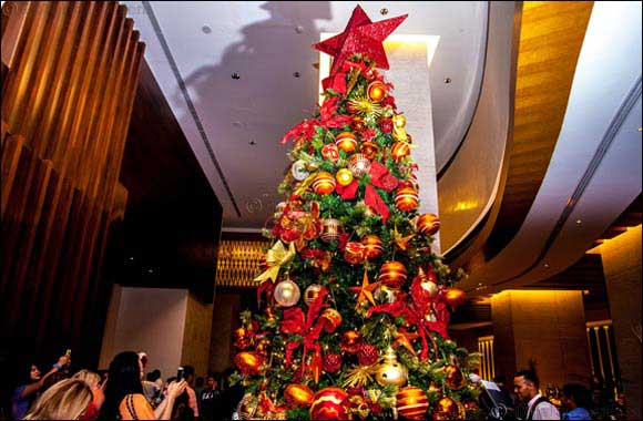 Dubai Uae December 17 2016 Al Ghurair Rayhaan And Arjaan By Rotana The 5 Star Hotel Deluxe Apartments Hosted A Christmas Tree
